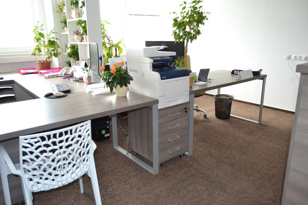 Kancelársky nábytok na zákazku